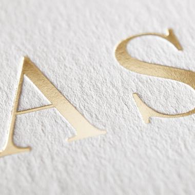 Faire-part de mariage Initiales gravées en or couleur